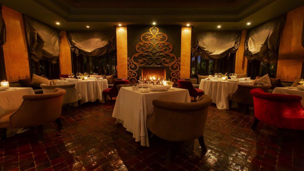 La chaleur de la cheminée du restaurant - Riad Villa Blanche